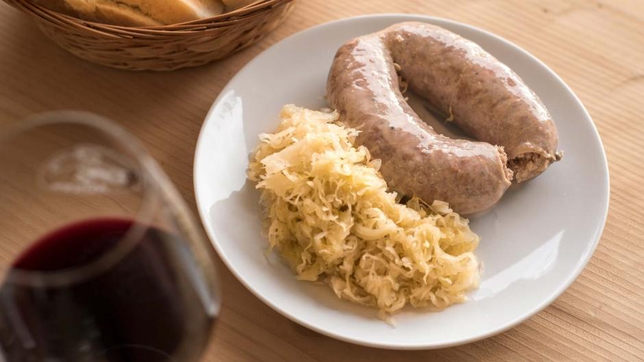 Cucina carsolina salsicce famiglia maiale Ceroglie Antonič Agriristoro